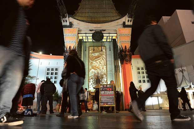Espiando o icónico Grauman's Chinese Theatre