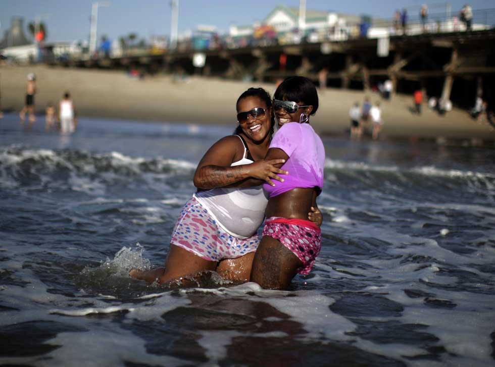 Diversões na praia de Santa Monica, num dia em que os termómetros atingiam os 45ºC.