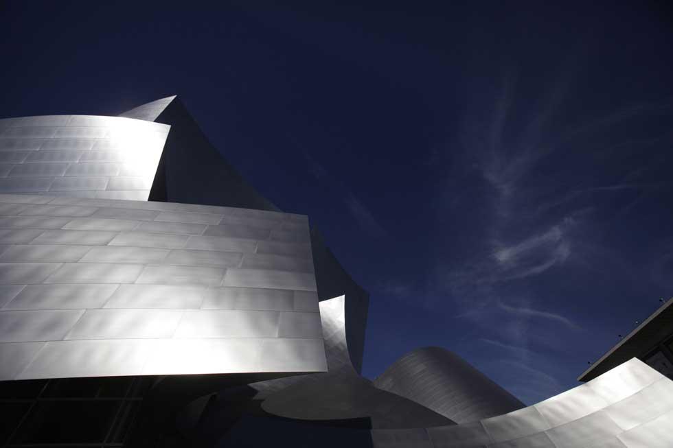 Os recortes imponentes do Walt Disney Concert Hall, obra de Frank Gehry