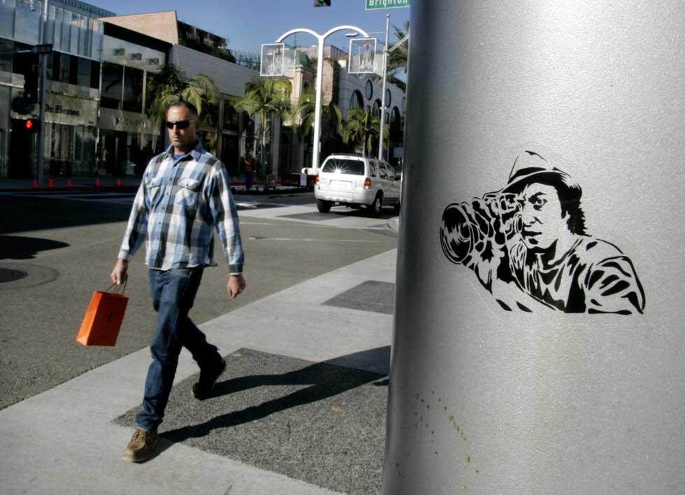 Em Beverly Hills, há sempre um paparazzi à espera de uma estrela.