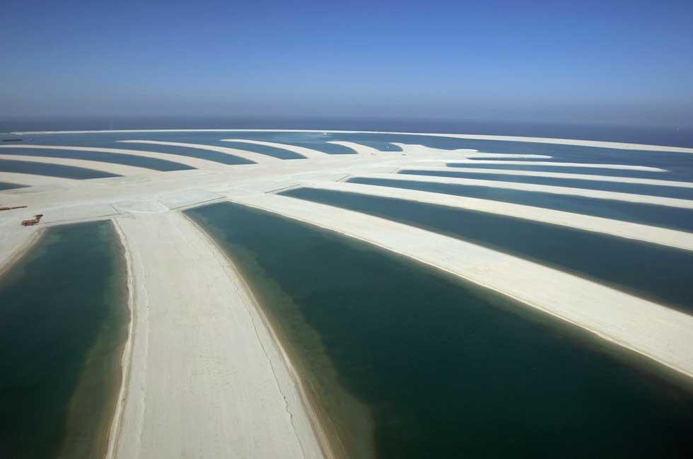 Os braços de areia da ilha artificial oferecem visões de perfeição geométrica