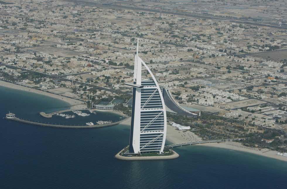 O hotel Burj Al Arab tornou-se ex-líbris do emirado.