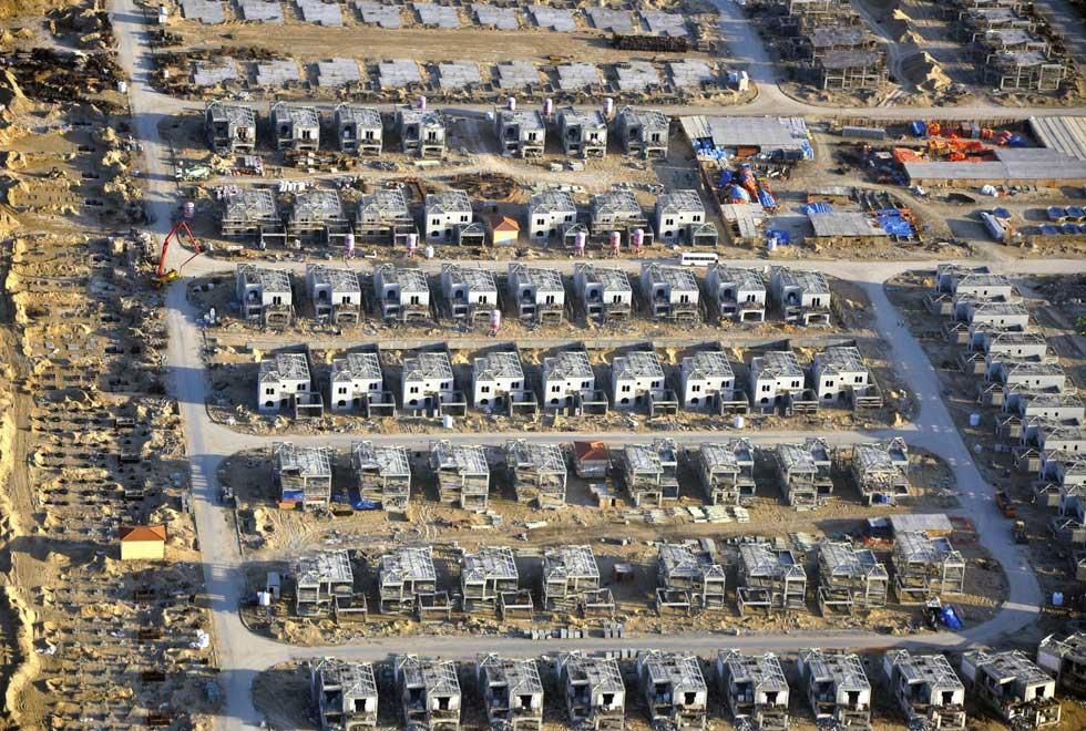 Vista aérea de mais residências em construção