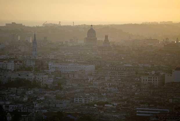 Havana e o seu Capitólio (no centro) ao amanhecer
