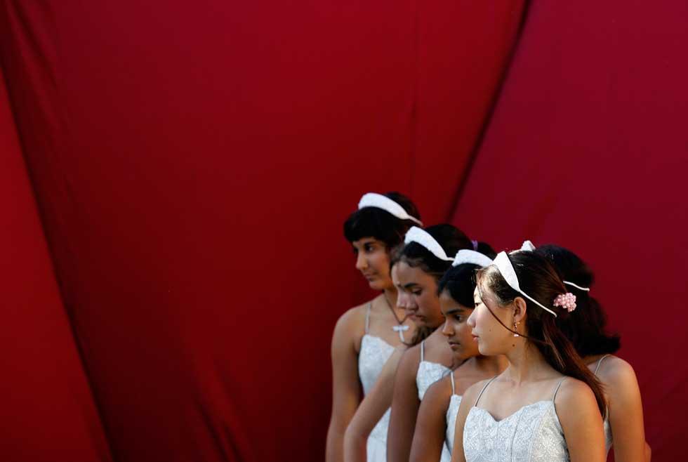 Jovens estudantes durante uma performance em Havana