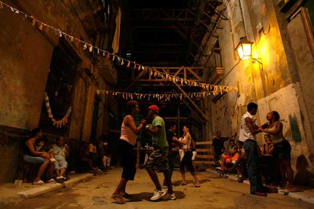 Tempo de dança numa rua da velha Havana
