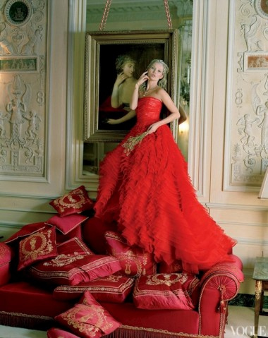 Kate Moss no editorial de Abril da Vogue América, fotografado por Tim Walker