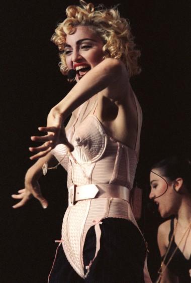 Em Roterdão, quando imortalizou o cone bras de Jean Paul Gaultier - 1990