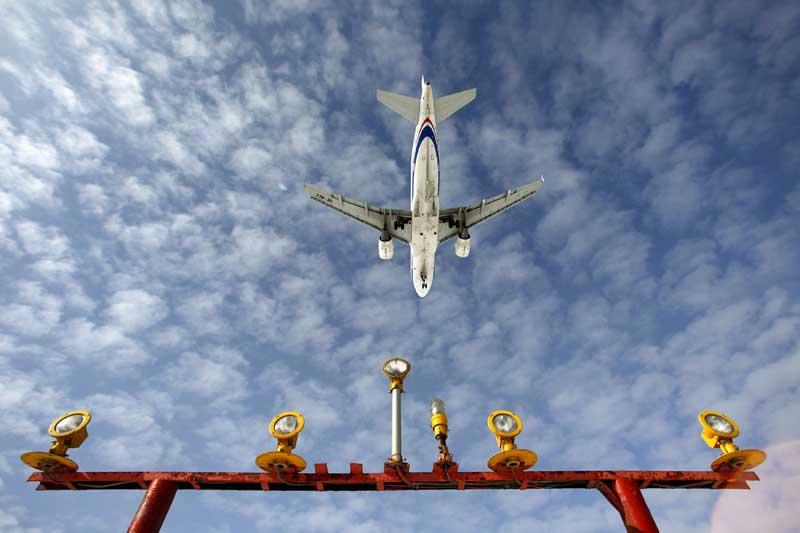 RÚSSIA, 28.03.2012. Um Airbus A-319 a aterrar no aeroporto moscovita de Sheremetyevo.