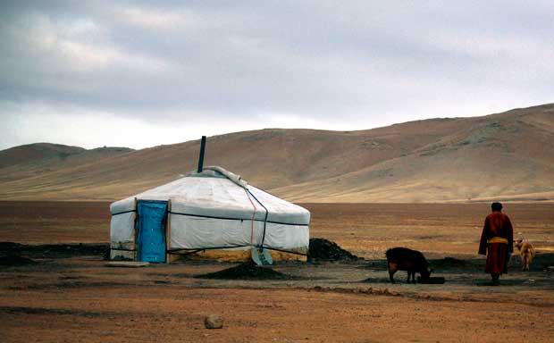 Um pastor caminha para a sua tenda