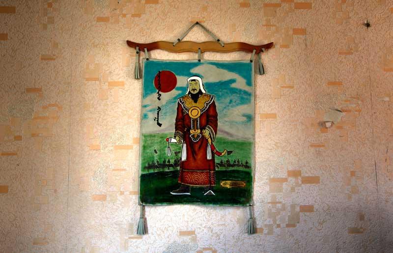 Sinais do império: quadro do mítico Genghis Khan na parede