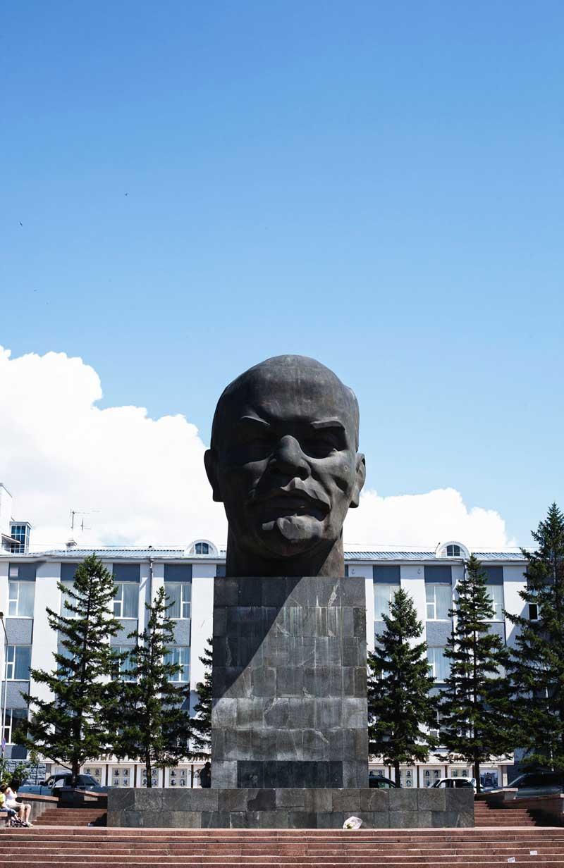 Em Ulan Ude, a maior cabeça de Lenine do mundo