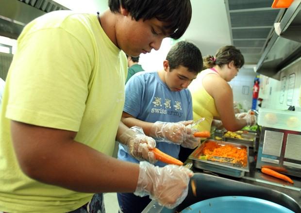 Jovens obesos numa colónia de fériasna Pousada da Juventude da Praia da Arrifana - uma iniciativa do Instituto Português da Juventude para promover hábitos de vida saudáveis