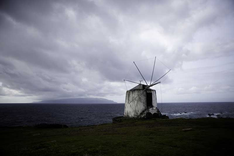 Um velho moinho aos ventos atlânticos