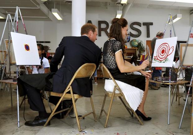 Julho de 2011 – Durante a visita aoInner City ArtsCampus em Los Angeles, o príncipe e a duquesa tiveram que mostrar as suas aptidões artísticas e pintar um quadro, o que lhes arrancou algumas gargalhadas.