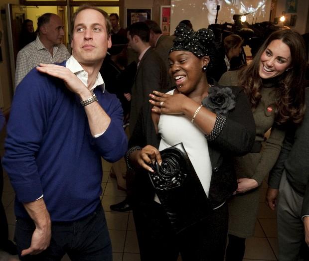 Dezembro de 2011 – O príncipe William dança com Vanessa Boateng num evento no Centrepoint's Camberwell Foyer, em Londres