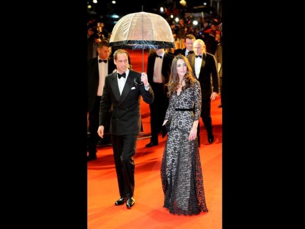 Janeiro de 2012 – William e Catherine na red carpet da estreia do filme Cavalo de Guerra, em Londres.