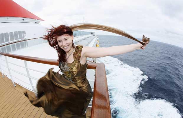 Uma passageira, Anais Verbraeken da Bélgica, como um vestido copiado do usado pela actriz Kate Winslet no filme