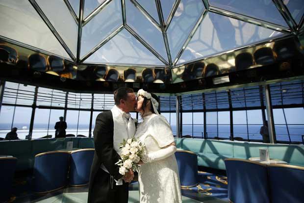 Derek e Lynn Chambers (de Belfast, Irlanda) celebraram o seu casamento no cruzeiro
