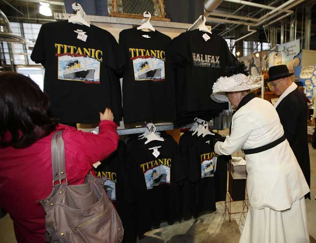 A loja de souvenirs não podia faltar: em Halifax, Canadá (o centro das operações de salvamento do Titanic, aqui há espaços museológicos e cemitérios ligados ao naufrágio)