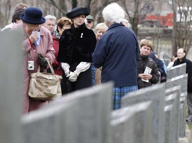 Alguns passageiros fizeram uma visita guiada ao cemitério Fairview Lawn, em Halifax, Canadá, onde foram enterradas vítimas do naufrágio