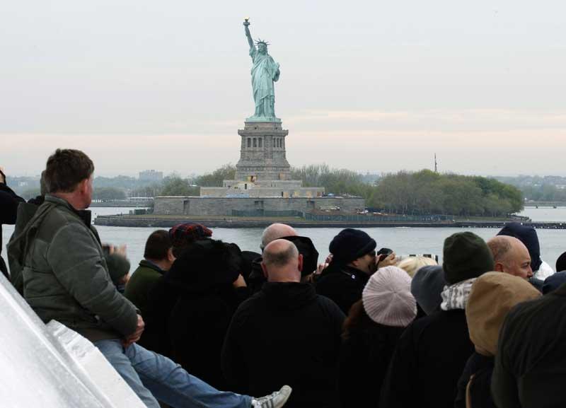 E, por fim, o cruzeiro chegou onde o Titanic deveria ter chegado há cem anos: a Nova Iorque