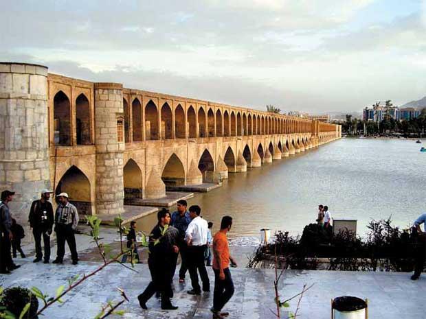 Rio Zayandeh em Esfahan