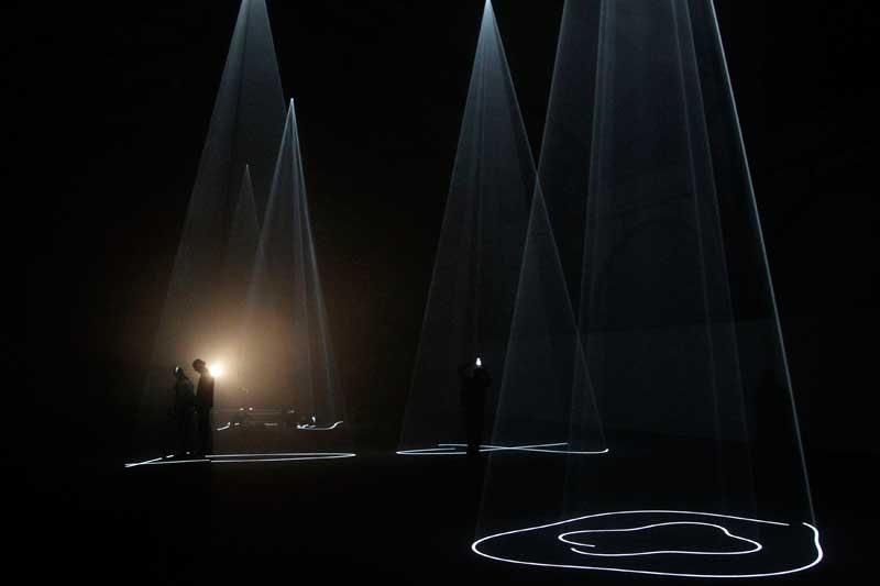 ALEMANHA, 20.04.2012. A ver uma instalação com luz do artista britânico Anthony McCall no museu Hamburger Bahnhof em Berlim. Chama-se