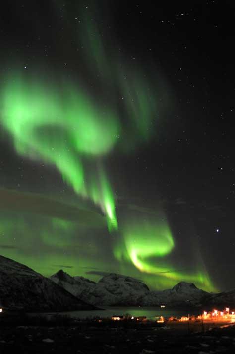 Aurora Boreal vista na cidade de Tromsoe, Noruega (24.01.2012)