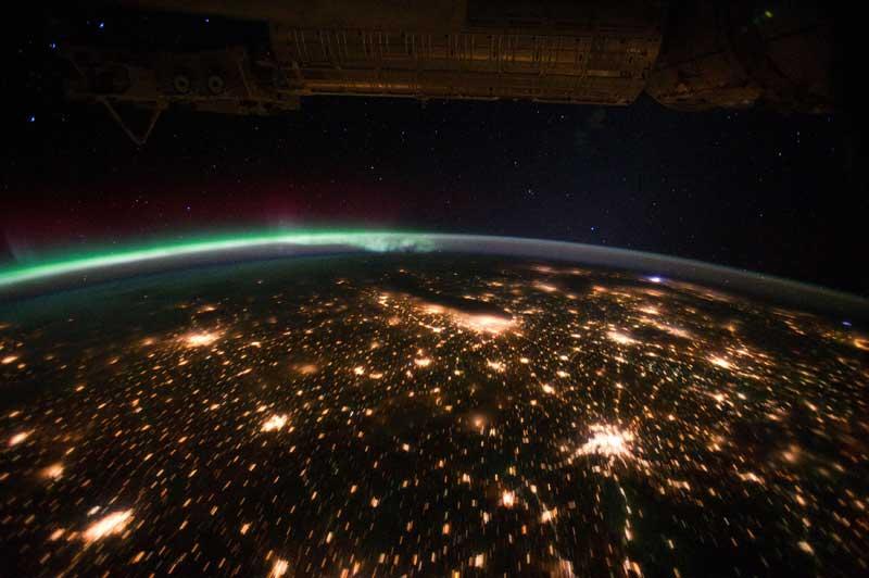 Aurora Boreal a partir da Estação Espacial Internacional com a região Centro-Oeste dos EUA lá   em baixo (29.09.2011)