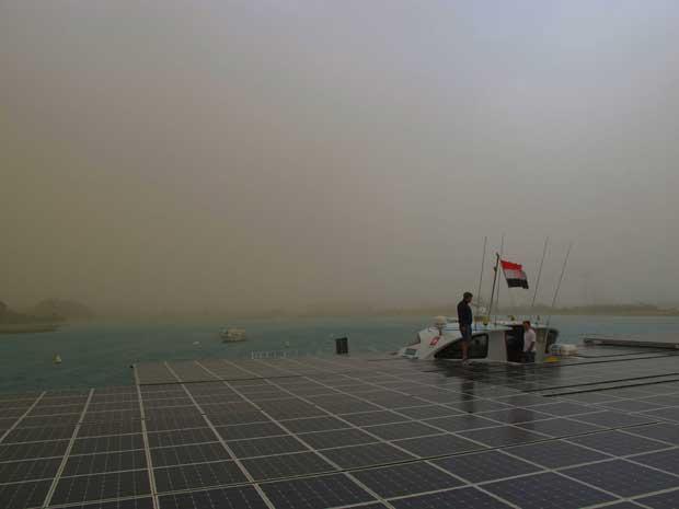 No canal do Suez, Março 2012