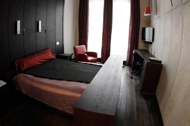 R. CHECA. Hotel Monopol, Wroclaw, Polónia