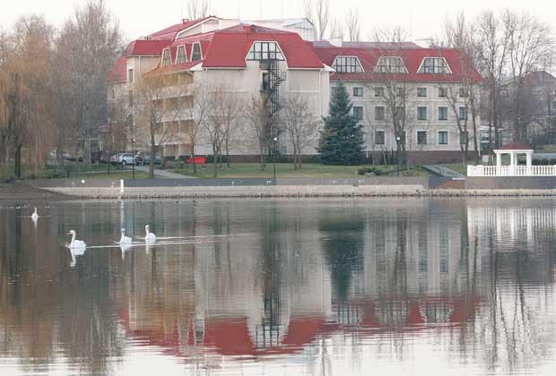 FRANÇA. A selecção francesa fica no Kirsha, Campo de treino do Shakhtar Donetsk, perto de Donetsk, Ucrânia
