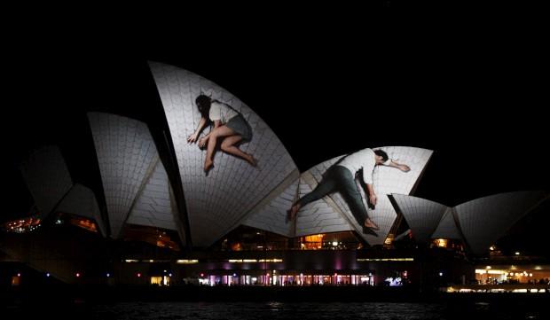 AUSTRÁLIA, 25.05.2012. Projecções (do colectivo alemão Urbanscreen) na Sydney Opera House, na noite de abertura do festival Vivid