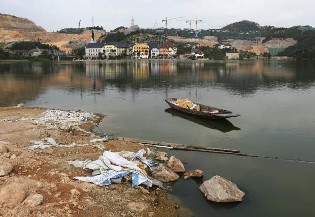 O lago ainda a precisar de obras.