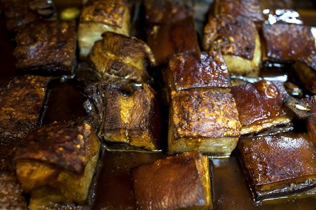 Marrã à Trancoso que depois foi servida sobre esmagada de batata torrada e espigos de grelos