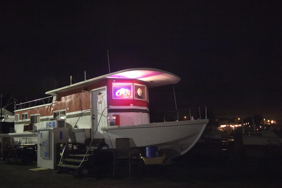 O barco que serve também de recepção
