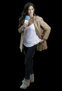 Sara Carbonero está sempre elegante, mesmo que opte por um look mais confortável. A jornalista - e namorada do guarda-redes espanhol Iker Casillas -, que raramente é vista com sapatos rasos, usou uns ténis com um pouco de cunha. Uma forma inteligente de ganhar altura e, mesmo assim, ser capaz de atravessar o relvado. O casaco que pôs por cima do tank top branco e das calças de ganga escura conferiu um tom mais formal, adequado para quem está a trabalhar.