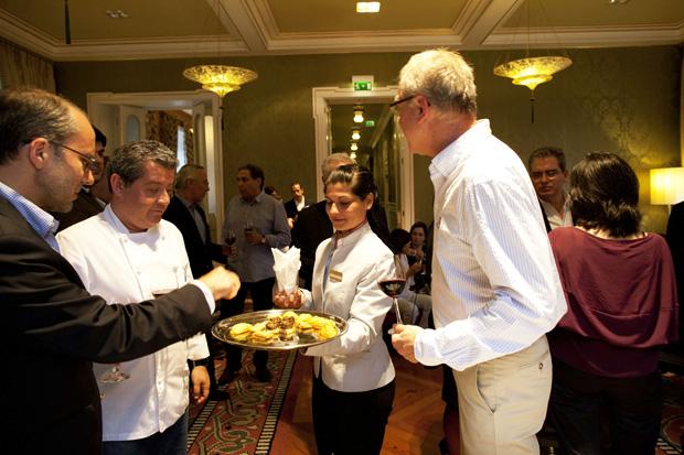 Rui Paula (à esquerda) é o chef consultor do Vidago Palace e foi o responsável pelos pratos deste jantar vinícola