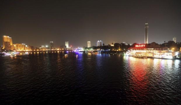 EGIPTO, 15.06.2012. Outra visão da noite do Cairo, a partir do Nilo