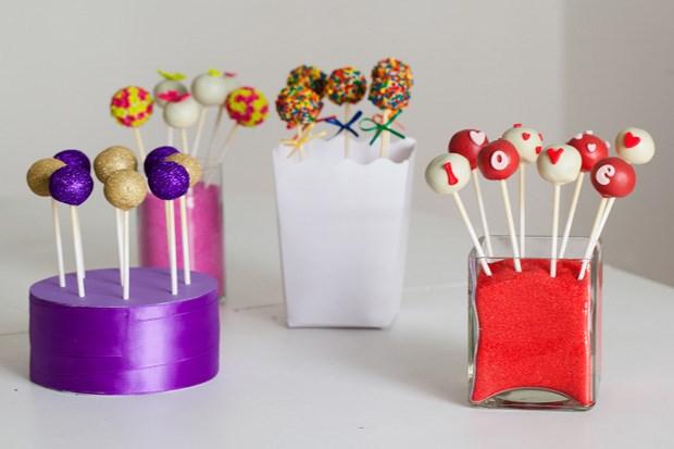 Cada cake pop custa €1,5 sendo que são vendidos em quantidade mínima de 10 unidades