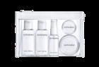 Kit Weekend. Um conjunto de mini-frascos vazios que permite colocar as doses necessárias dos produtos de beleza a transportar.