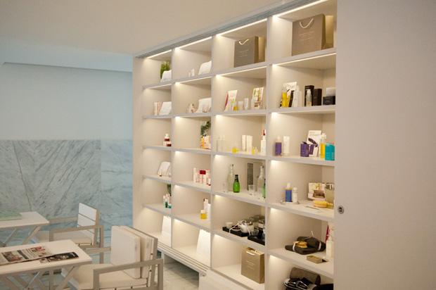 Na recepção estão à venda produtos Clarins e Aromatherapy, as marcas com que o spa trabalha