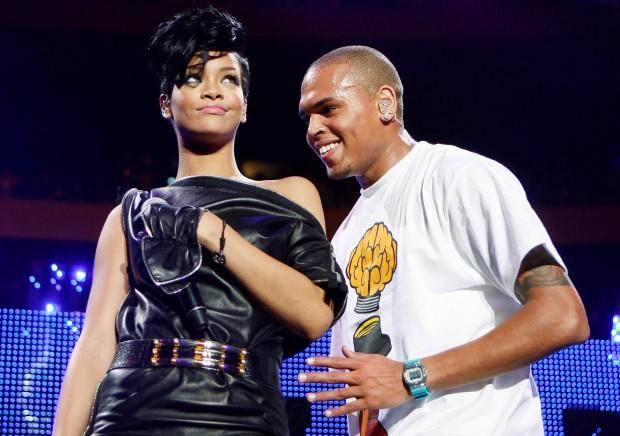 Rihanna e Chris Brown:confirmaram o namoro em 2008. Em 2009 Brownagrediu Rihanna fisicamente e a relação chegou ao fim