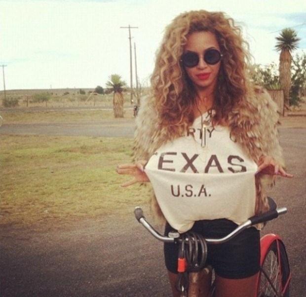 Beyoncé aproveitou algum tempo livre na última semana de Julho para passear de bicicleta e mostrar no Instagram o seu orgulho texano.