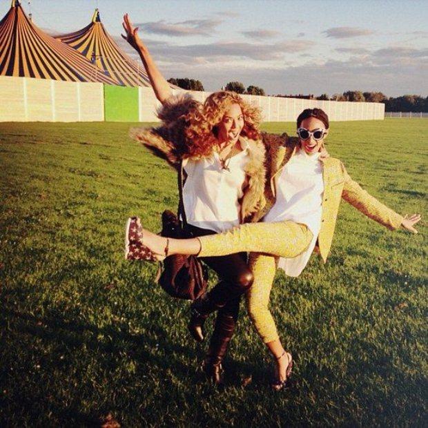 Beyoncé e a irmã Solange divertiram-se numa festa da BBC Radio em Londres, a 24 de Junho, dia de anos de Solange Knowles. A fotografia foi partilhada no Instagram da aniversariante.