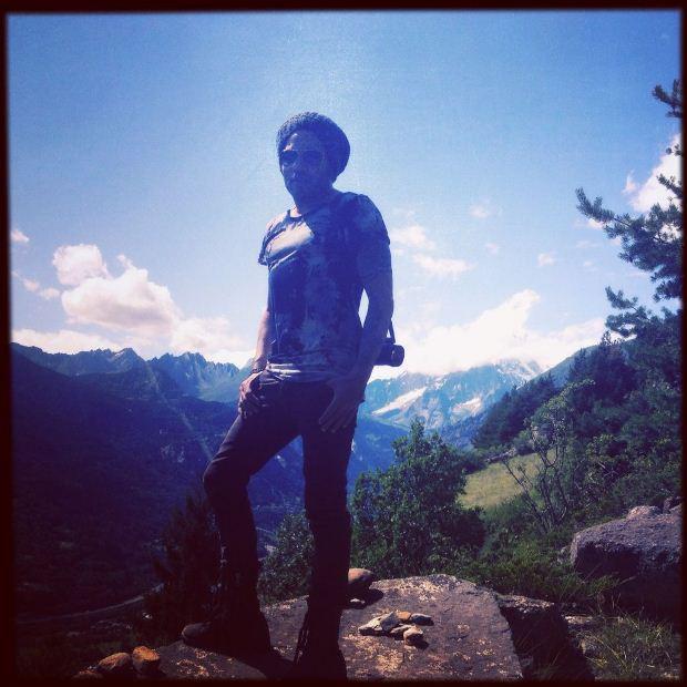 Lenny Kravitz aproveitou a passagem por Itália para conhecer melhor o país. A 16 de Julho partilhou no Twitter uma fotografia sua com o vale de Aosta a servir de fundo.