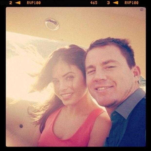 Channing Tatum e a mulher aproveitaram as férias para ir até Itália e dar uma volta no barco de George Clooney. A fotografia foi publicada por Tatum no Twitter.