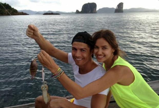 Cristiano Ronaldo partilhou com os seus seguidores no Facebook o resultado de uma pescaria na Tailândia. Publicada a 13 de Julho, esta é a primeira foto com Irina Shayk que o jogador partilha nas redes sociais.