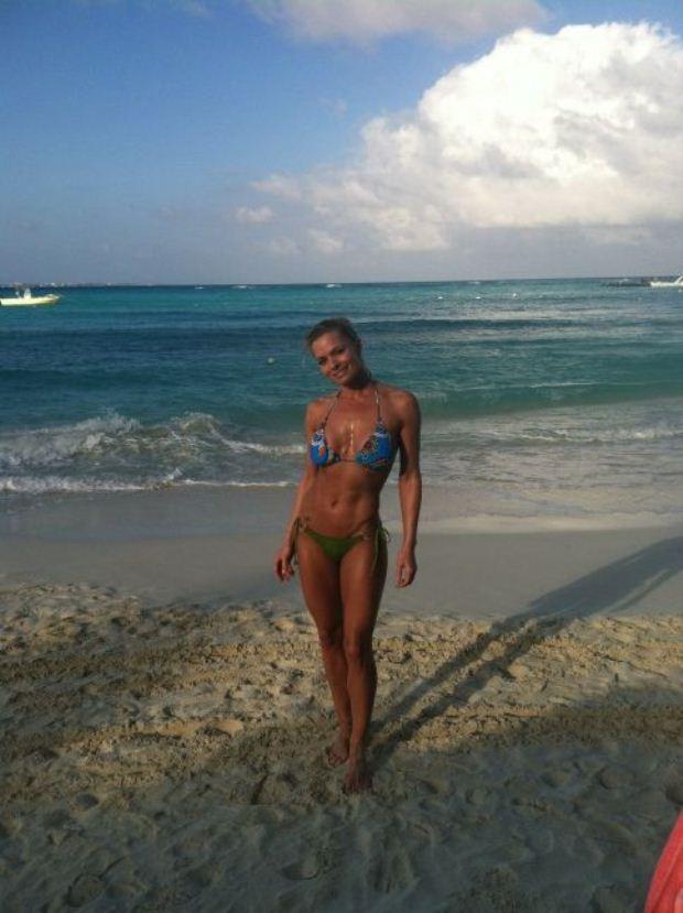 A actriz Jaime Pressly começou o mês de Março no México e foi partilhando as férias através do Twitter. Ao segundo dia aproveitou para experimentar a água numa das praias de Cancun.